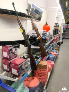 Na Grenlandii broń jest dostępna w sklepie spożywczym