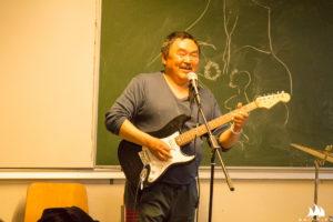 Na koncercie rockowym w szkole