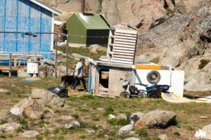 Miejscami w grenlandzkich wioskach panuje mały bałagan