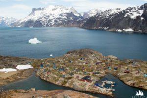Aappilattoq - widok na wioskę z pobliskiej góry