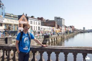 Michał na moście w Cork
