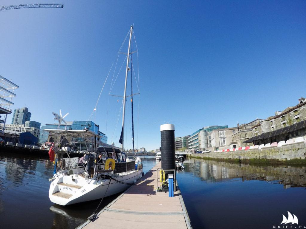 Jacht Crystal przy pomoście w Cork