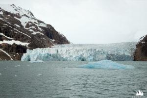 W jednej z odnóg fiordu podpłynęliśmy prawie pod czoło lodowca