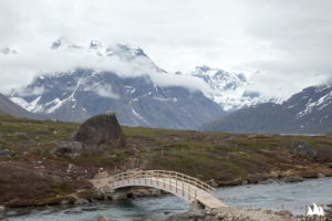 Nowy mostek nad górskim potokiem