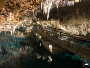 Pomost w pięknej Crystal Cave