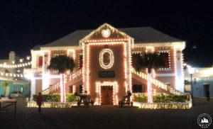 Świąteczne iluminacje na Ratuszu St. George