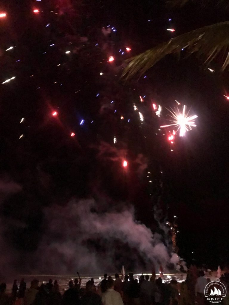Pokaz sztucznych ogni na Grace Bay Beach. Zachwytom nie było końca