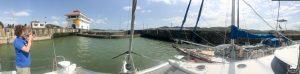 Wpływamy do pierwszej śluzy prowadzącej na Pacyfik - Pedro Miguel Lock