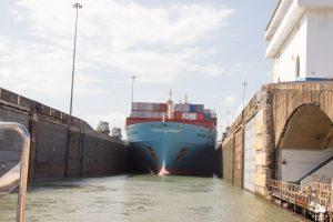 Duże statki mieszczą się w śluzach dosłownie co do metra