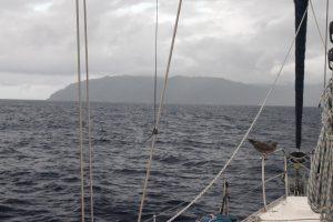 Isla del Coco widziana z oddali