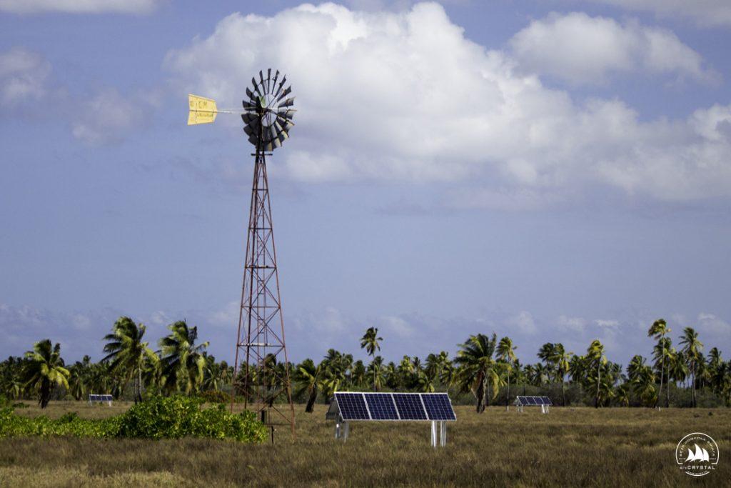 wiatrak panele słoneczne Kirimati