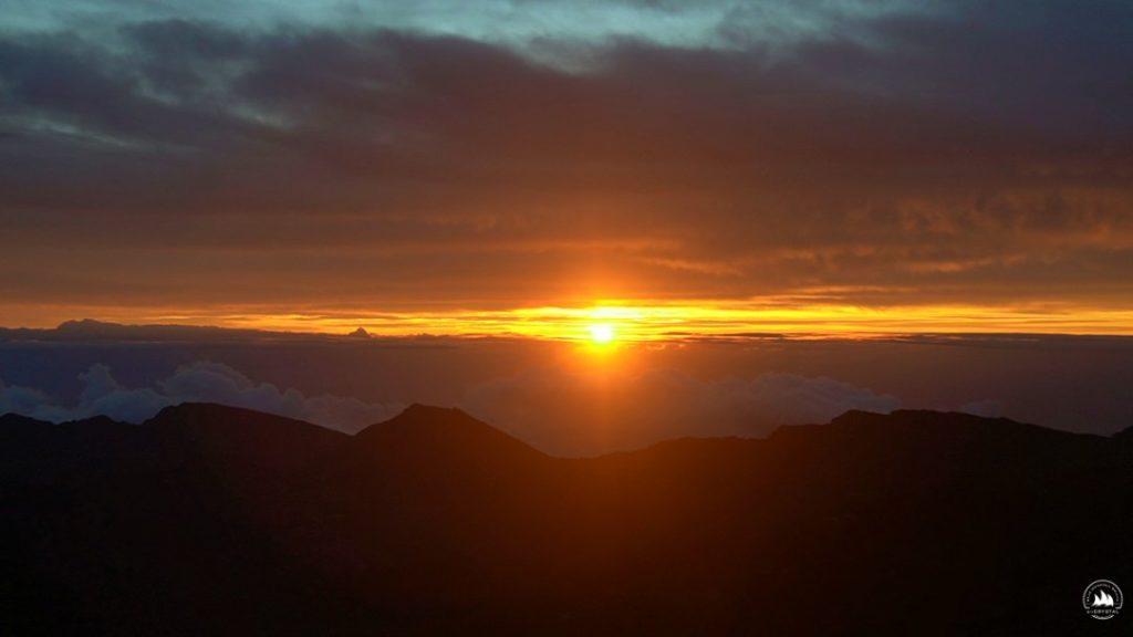 Wschód Słońca nad wulkanem Haleakalā  na Maui, Hawaje