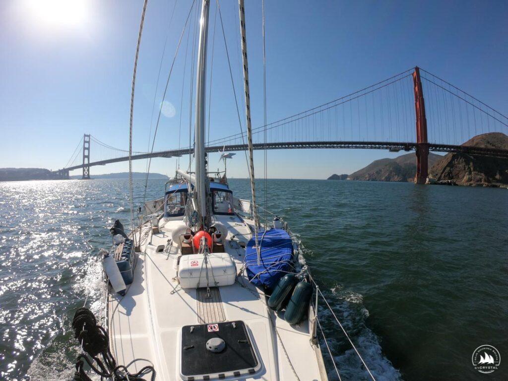 Jacht Crystal już wewnątrz Zatoki San Francisco