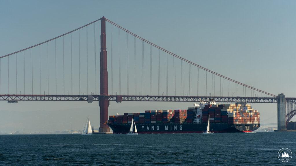 Duży ruch przy moście Golden Gate