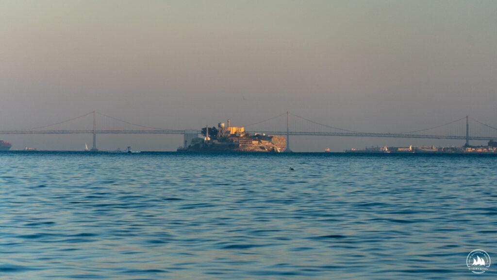 Wyspa Alcatraz z pokładu jachtu Crystal