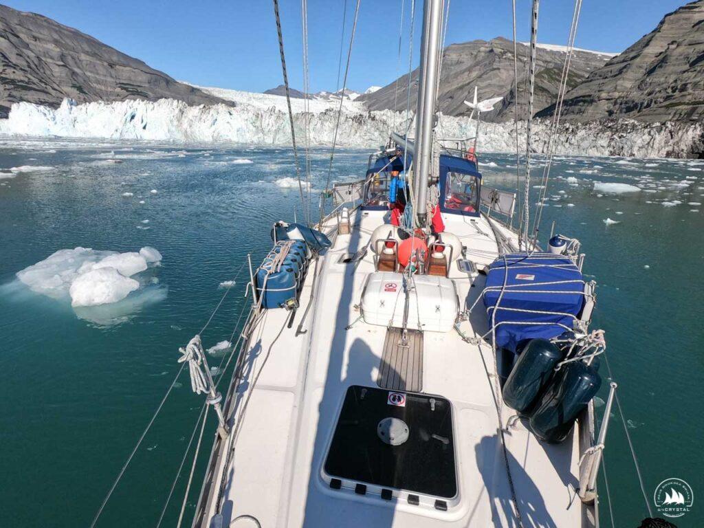 jacht Crystal przy czole lodowca Alaska 2020