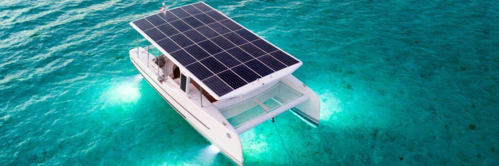 Duzo solarow na jachcie